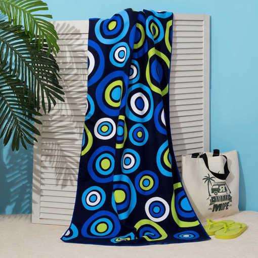 Синя плажна кърпа с принт на кръгове