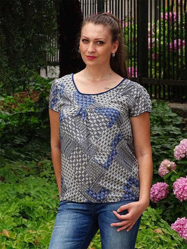 Блуза памучна с щампа в синята гама