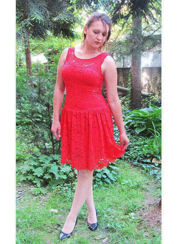 Дантелена рокля червена Julia